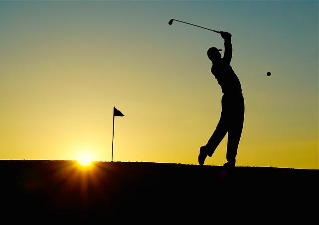 golfista ve tmě