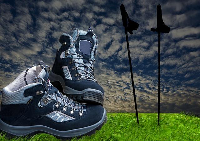 trekingové hole a boty