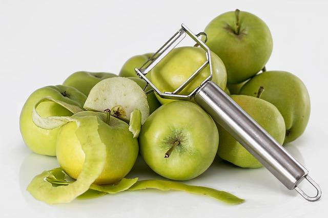 jablka celá i oloupaná