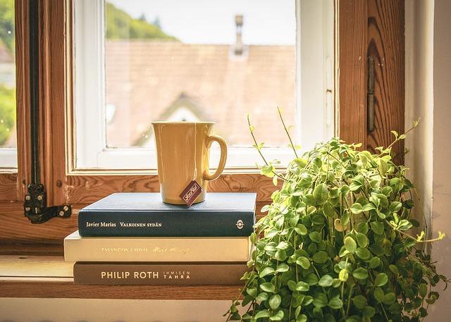knihy pod čajem
