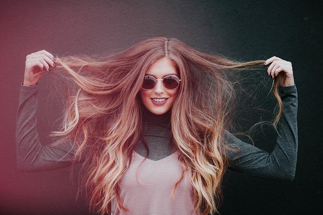 dlouhé vlasy dívky