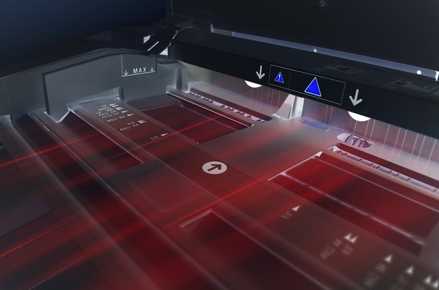 tiskárna pohled uvnitř, černý design, červený laserový paprsek