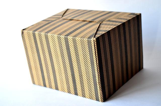 Pruhovaná krabice