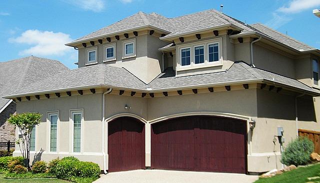 rodinný dům se dvěma garážemi